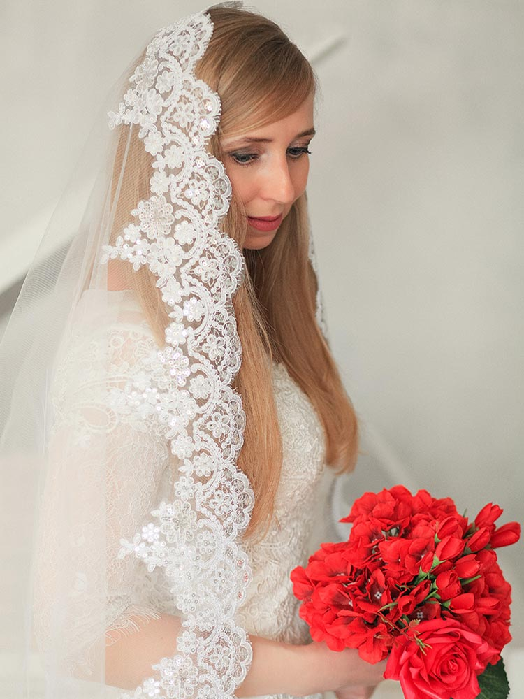 Long Lace Wedding Veil With Sparkling Sequins 3 Meters Cathedral Bridal Veil With Comb Beautiful Lace Veil Bride Accessories