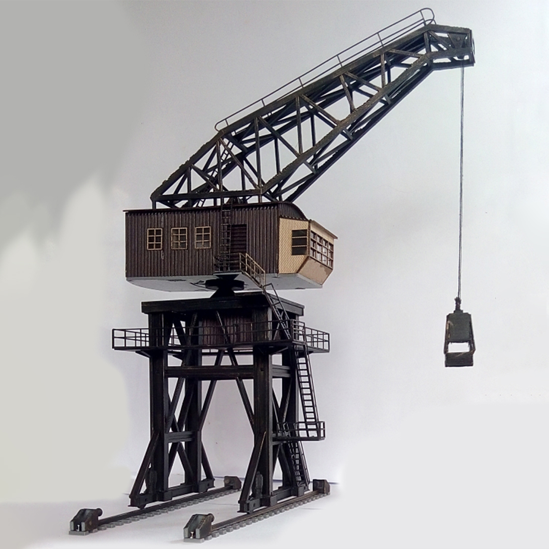 NFSTRIKE 1:87 HO Scale Train Railway Scene Decoration Large-Scale Coal Crane Model For Sand Table Accessories DIY Architectural