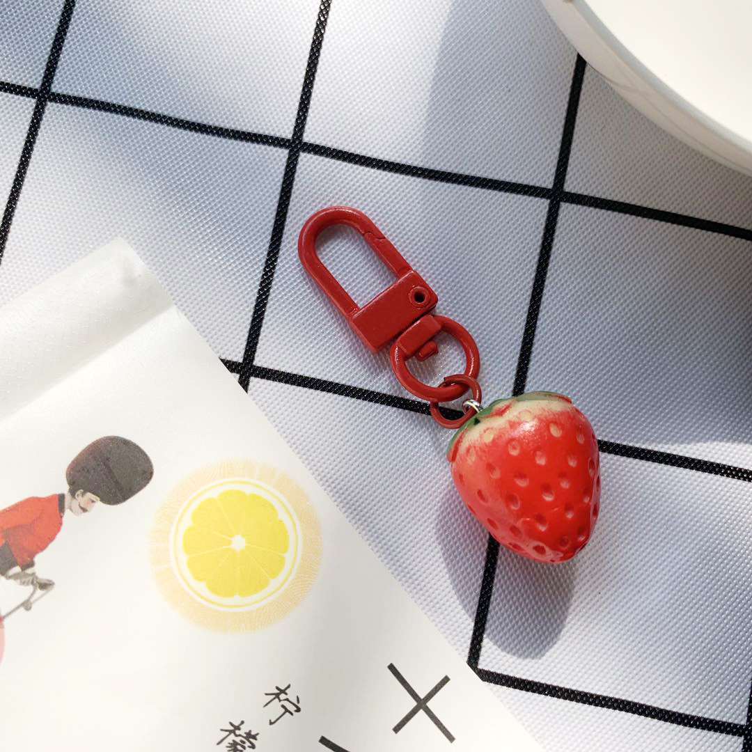 1 Pc 20*23mm Cute Strawberry Resin Fruit Keychains For Women Friendship Birthday Gifts Kawaii Bag Pendant Fashion Jewelry