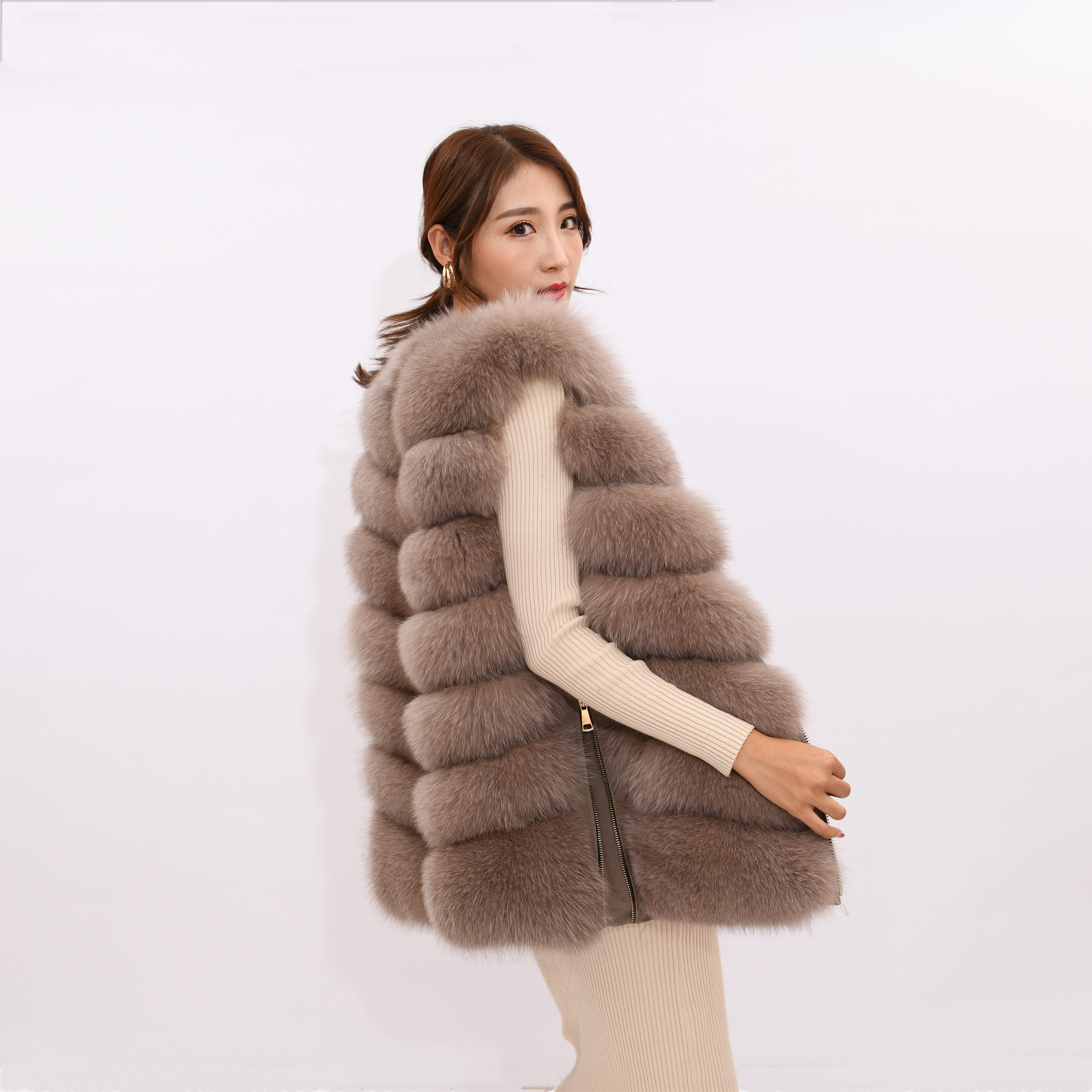 Image 3 - 2019 new women's winter real fox fur vest, real fox fur jacket, 100% natural real fur coat, high quality stylish warm sleeveless-in Real Fur from Women's Clothing