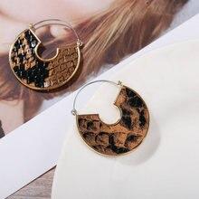 цены Vintage Leather Round Drop Earrings for Women Geometric U Shape Gold Snake Leopard Metal Dangle Earrings 2020 Fashion Jewelry