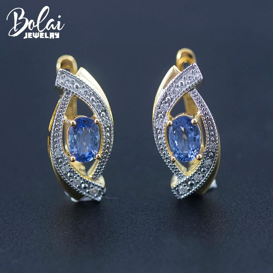 Золотые серьги-гвоздики с голубым сапфиром