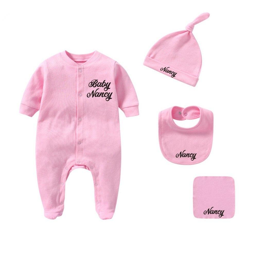 Niestandardowe imię dziecka dziewczynka noworodek/chłopiec nadchodzący strój domu prezent na Baby Shower ubrania Romper + kapelusz + śliniaki + ręcznik 4 sztuk bawełna noworodka stroje