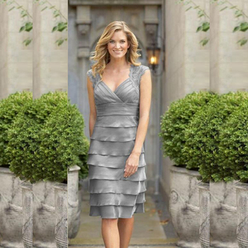 Delicate Gray Short Plunge Neckline Cap Sleeve Mother Dresses Knee Length Tiered Skirt of the Groom Gowns 2020 Latest