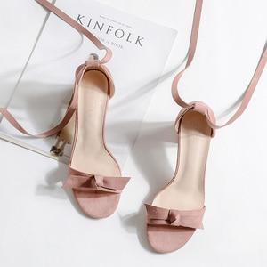 Image 3 - 여성 샌들 2020 여름 신발 여성 6.5/4CM 스퀘어 하이힐 솔리드 가짜 스웨이드 플록 발목 워프 슬리퍼 레이디 웨딩 샌들