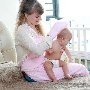Image 2 - ソフト純粋な綿のバスタオルのためのTHB5強力な吸収親子タオル暖かい幼児フード付きタオル新生児用品