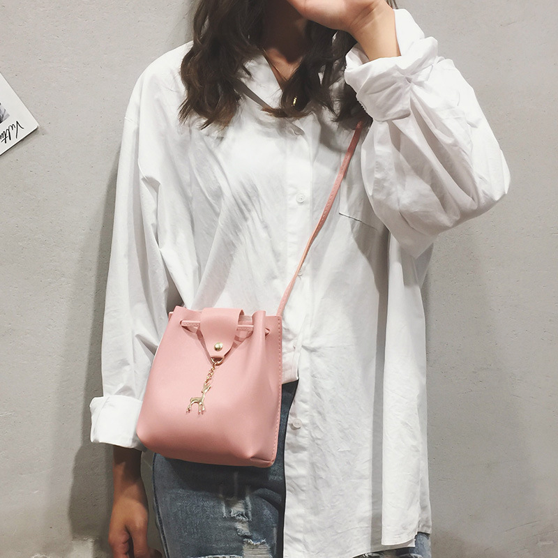 2019 Soft Leather Hot Selling Deer Pendant Bucket Bag Mini Bag Phone Coin Purse Women's Pu Crossbody Bag