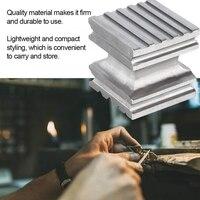Aço da dureza alta que abriga o perfurador quadrado do bloco que dá forma à ferramenta para fazer a joia