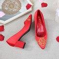Xiu/свадебные туфли в китайском стиле с вышивкой на массивном каблуке; туфли с острым носком на среднем каблуке; свадебные туфли; красные туфл...