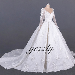 Image 5 - Saudi Arabic Wedding Gown Vintage V neck Long Sleeves Ball Gown Wedding Dress Plus Size Off White Lace Flowers Bride Dress YW276