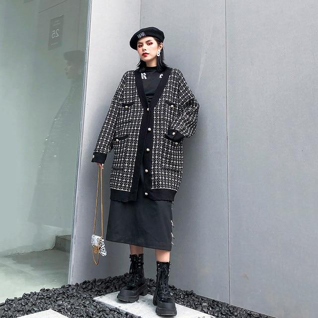 [EAM] black plaid big size Knitting Cardigan Sweater Loose Fit V-Neck Long Sleeve Women New Fashion Autumn Winter 2019 1K356 34
