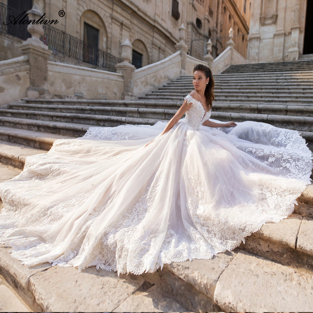 Alonlivn Pretty Appliques Lace Scalloped Ball Gown Wedding Gowns Off The Shoulder Beading Crystals Wedding Dresses