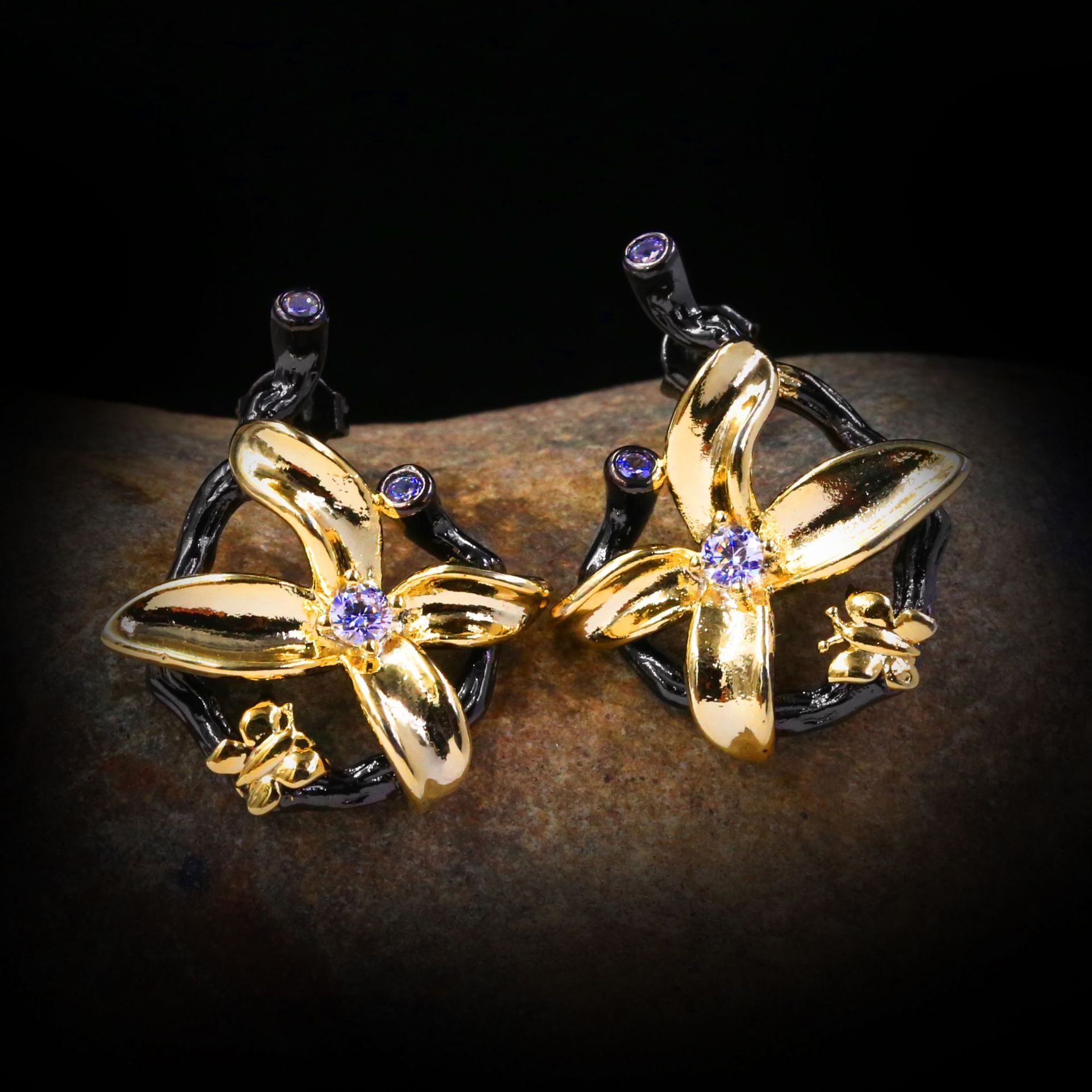 Novo high-grade luz de luxo bonito super flash de fadas gás zircão arco brincos senhoras jóias brincos ouro preto