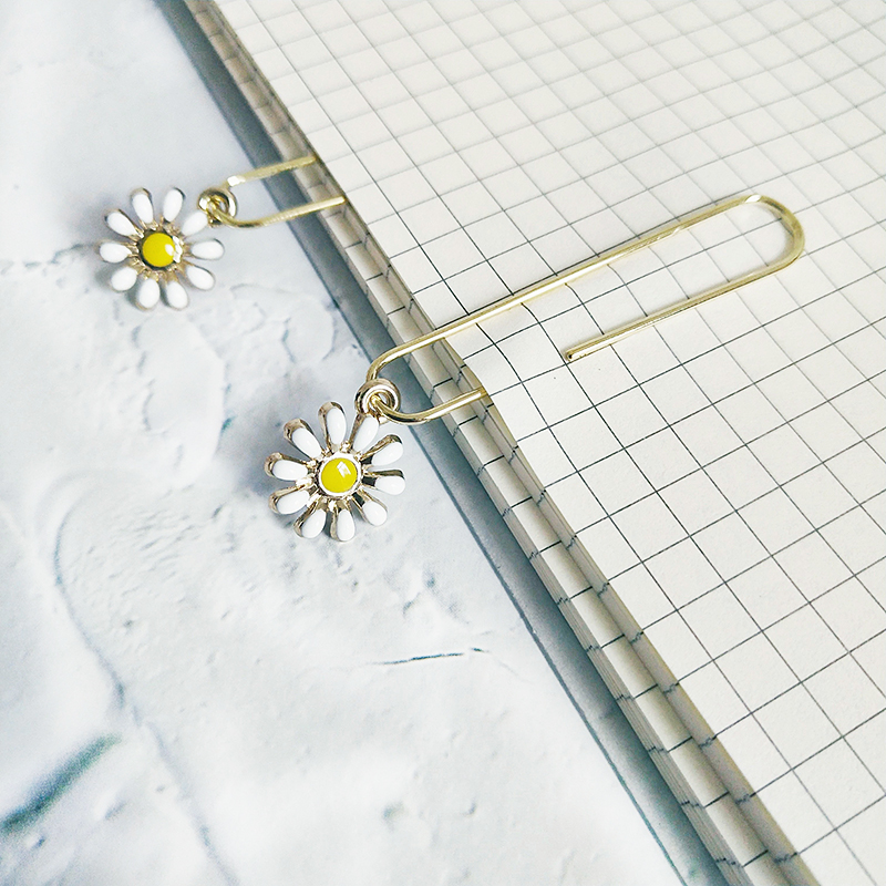 TUTU 5Pcs/box Daisy Flower Bookmark Paper Clip Metal Material Bookmarks For Book Stationery School Office Supplies H0338