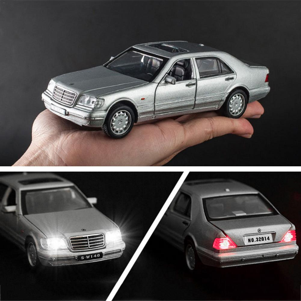 1:32 Toy For <font><b>Mercedes</b></font>-<font><b>Benz</b></font> S-<font><b>W140</b></font> Alloy Model Car Sound Light Pull-back Toy Car image