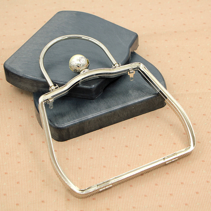 18cm Silver Metal Purse Frame With Handle Pearl Big Ball Clasp With Plastic Box Metal Clutch Box Purse Frame Diy Accessories