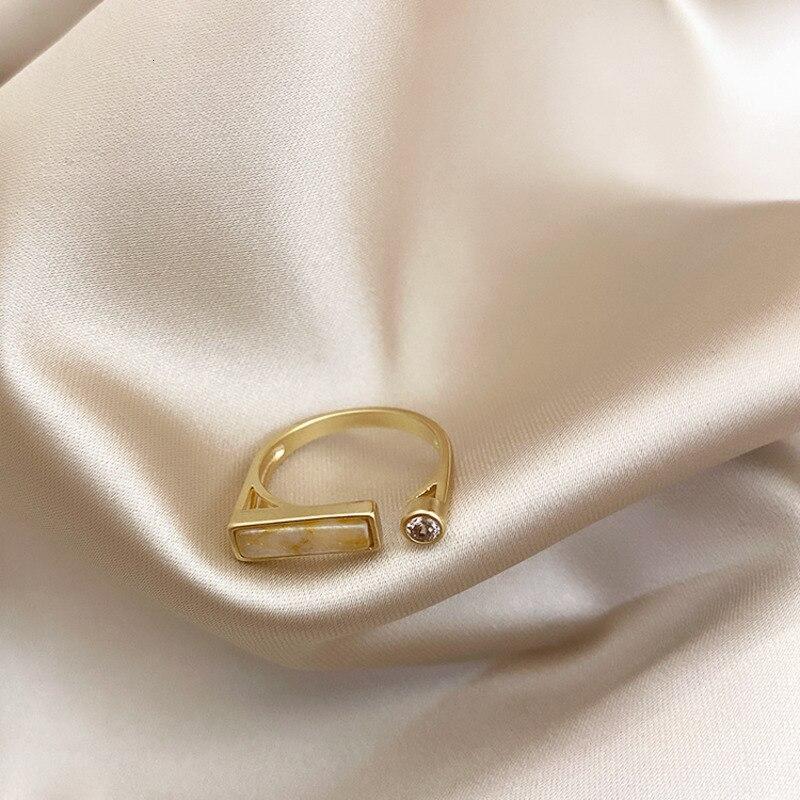 2021 Retro Geometric Irregular Natural Stone Spar Gold Metal Marble Ring Crystal Finger Rings For Women Girl Party Exotic Gift 4