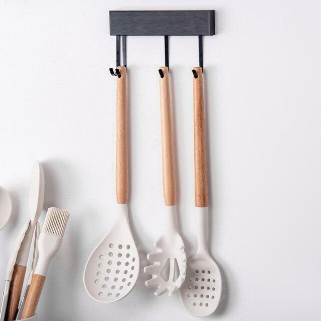 Branco cozinhar utensílios de cozinha ferramenta de silicone com alça multifuncional de madeira antiaderente espátula concha ovo batedores pá 3