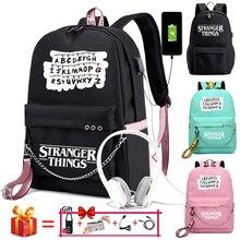 Nouveau étranger choses toile sac à dos USB Charge femmes étudiant sac à dos lettres imprimer sac décole adolescent filles rubans sac à dos