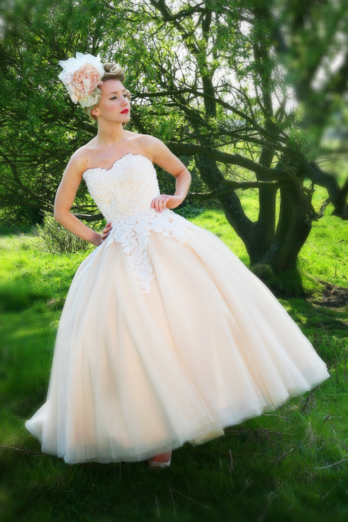 Custom Appliques Romantic Casamento Wedding Dress Bride Ball Gown Sweetheart Vestido De Noiva 2016 Fashionable Free Shipping