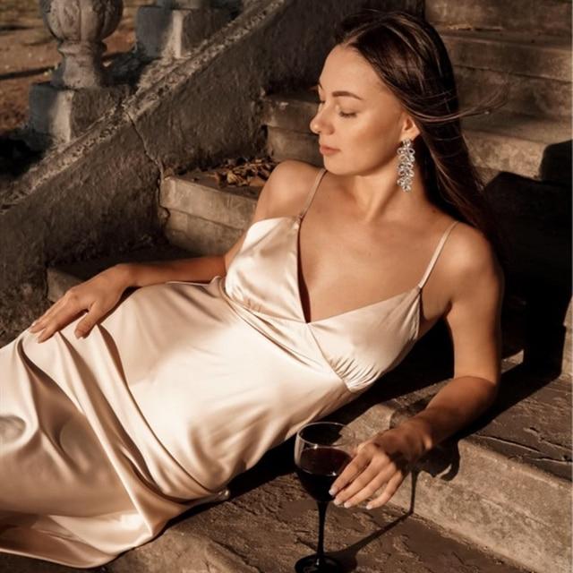Женское атласное платье с глубоким V-образным вырезом, однотонная прямая Пижама Вечерние вечернее платье, элегантное женское летнее Повседневное платье на бретелях-спагетти, 2021 4