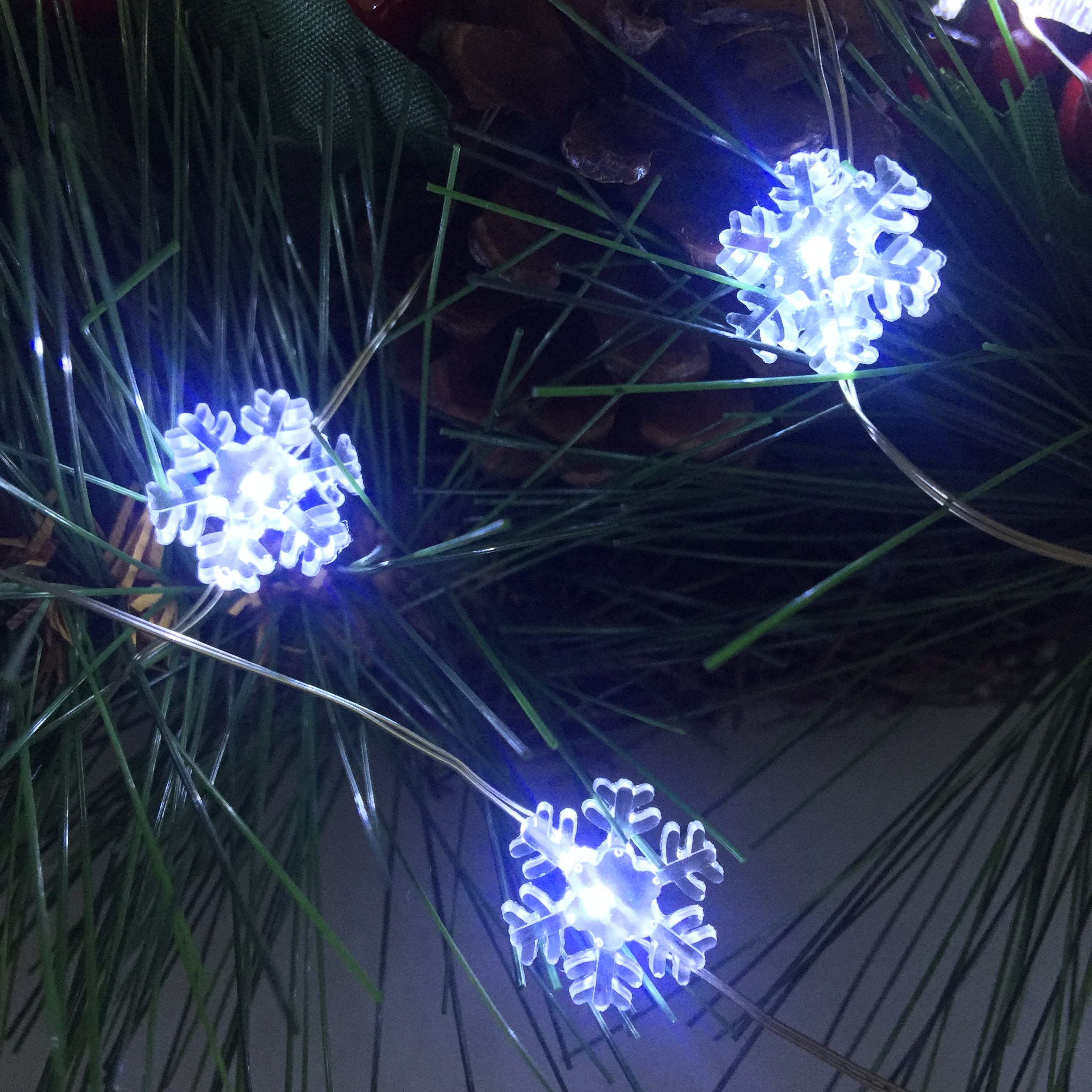 2 Pack Battery Operated Fairy Lights,Mini Snowflake Led Lights With Timer 6 Hours On And 18 Hours Off,30Leds,10Feet Silver Wire