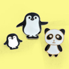 Leuke Cartoon Panda Penguin Broches Zwart Wit Animal Moeder Baby Familie Emaille Pins Voor Vrouwen Broche Revers Shirt Badge Gift(China)