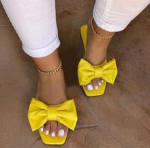 Модные желтые шлепанцы с открытым носком и бантом на плоской