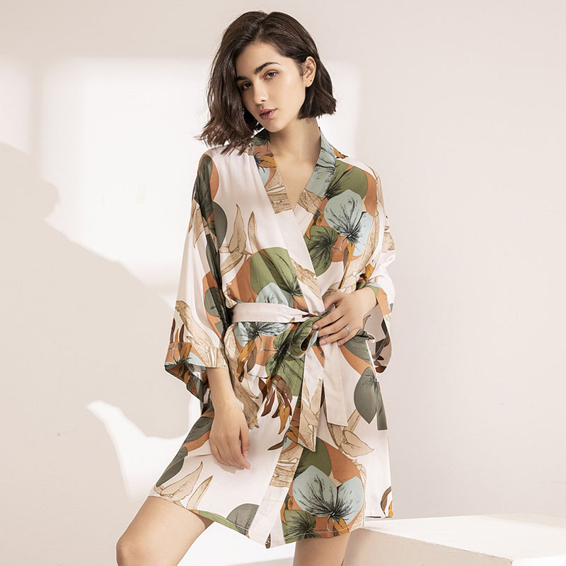 2020 Spring New Ladies Silk Satin Thin Robe Comfort Fresh Style Floral Printed Sleepwear Sexy Nightgown Femme Satin Homewear