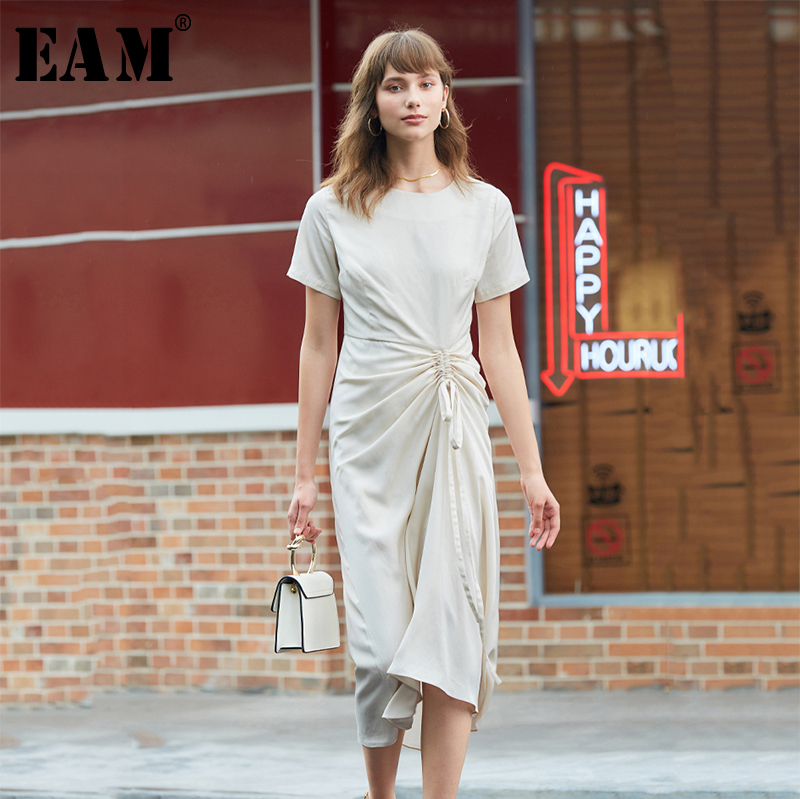 [EAM] Women Drawstring Pleated Temperament Dress New Round Neck Short Sleeve Loose Fit Fashion Tide Spring Summer 2020 1A014