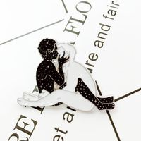 Fashion New Popular Brooch Pendant Men and Women Kissing Badges Couple Accessories Dating Gifts Y4QB