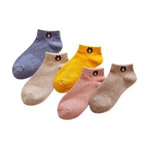 Image 5 - 5 paires femmes mode Cool décontracté bateau chaussettes ensemble mignon ours coton drôle heureux Animal Pack couleur unie Harajuku Kawaii popsocket