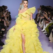 2021 żółte suknie balowe Hi Lo warstwowe falbany jedno ramię suknie wieczorowe czerwony dywan Runway moda sukienka szaty de mariée tanie tanio NCDIMS One-shoulder Krótki Pociąg sweep Powyżej kolana Mini Prom dresses Bez rękawów Satyna Draped Ruched Ruffles
