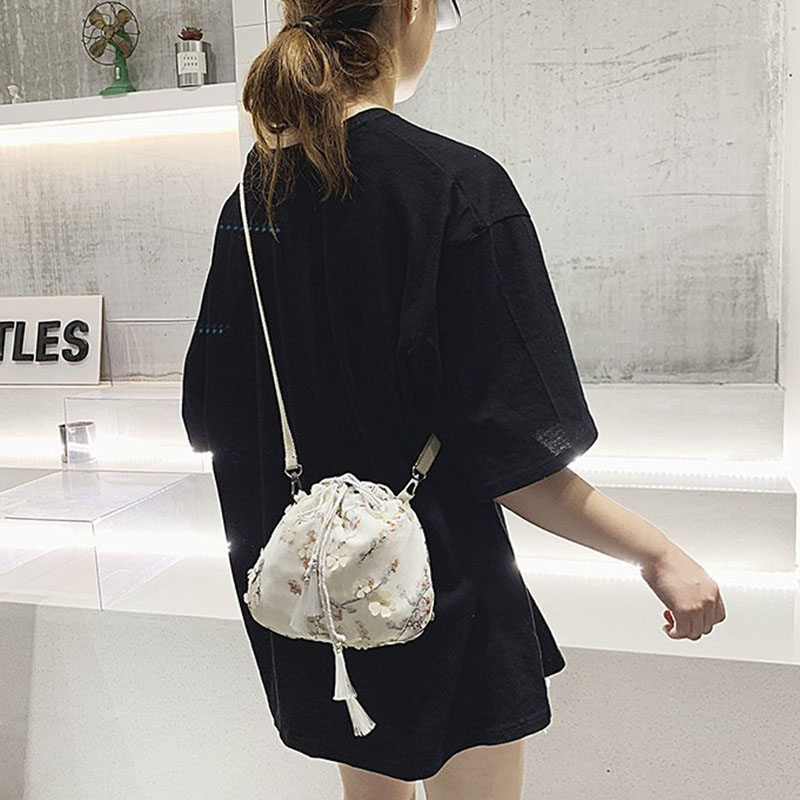 2019 Fashion Women Bag Sweet Style Personalized Drawstring  Shoulder Bag Creative Floral Printed Tassels Shoulder Bag