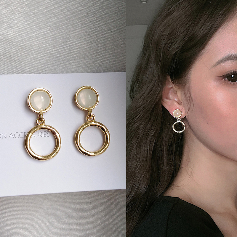 Vintage Elegant Metal Small Gold Color Round Circle Geometric Clip Earrings Without Piercing Women