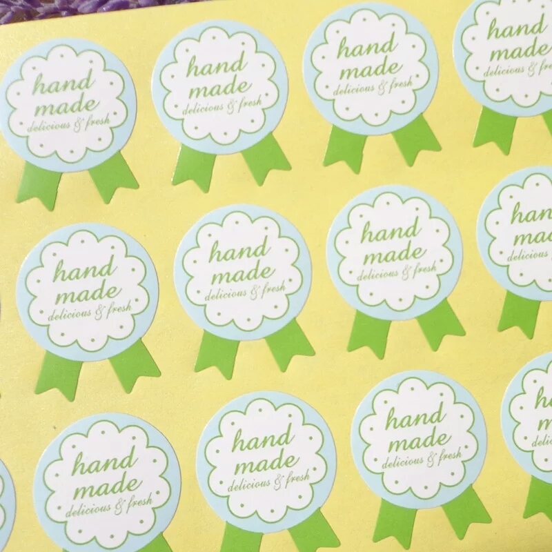 Купить с кэшбэком 100PCS Hade Made With Love Green Medal Handmade Cake Packaging Label DIY Gift Label Sticker