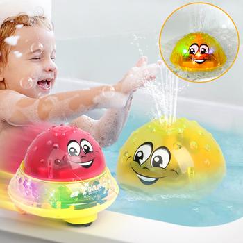 Śmieszne zabawki do kąpieli dla niemowląt dziecko elektryczne zraszacze indukcyjne z lekką muzyką dzieci Spray do wody zagraj w piłkę zabawki do kąpieli dla dzieci tanie i dobre opinie Z tworzywa sztucznego Infant Bath Toys Certyfikat bird Far away from fire Rozpylanie wody narzędzie Unisex 2-4 lat 5-7 lat