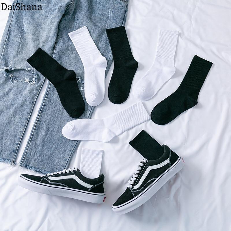 New Soild Colors Cotton Unisex Socks Personality Harajuku Black White Couples Skateboard Knitted Casual Sports Fashion Socks