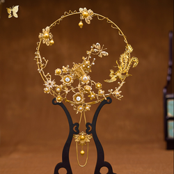 Klasyczne złoto Hollow chiński ręczny fani ślub sprzyja Cheongsam etap wybiegu pokaż Handmade Fan fotografia rekwizyty LF585 w Ozdobne wachlarze od Dom i ogród na