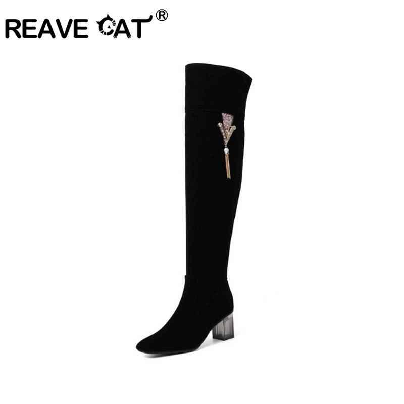 REAVE CAT มากกว่ารองเท้าบู๊ตเข่าสำหรับผู้หญิงรอบ toe หนาซิป Faux suede ตกแต่งโลหะพู่สีดำขนาดใหญ่ขนาด 48