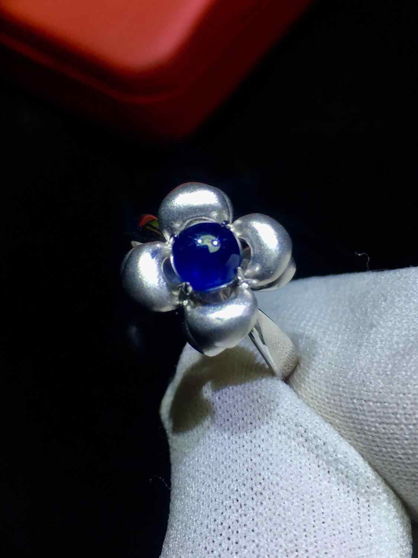 เครื่องประดับแหวนพลอยธรรมชาติ 1.05ct Unheat Royal Blue Sapphire พลอยบริสุทธิ์ 18 K เครื่องประดับสำหรับผู้หญิงแหวนเพชร
