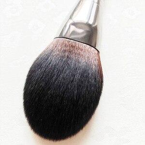 Image 5 - 1 pcs יוקרה עגול הקאבוקי מברשת עץ ידית כיפת צורת צפוף אבקת מברשת מחודד דיוק סומק אבקת איפור מברשת