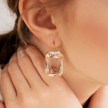 Boucles d'oreilles pendantes en résine transparente pour femme, comme des gouttes, en acrylique de forme géométrique carrée, style bohème, idéal pour des bijoux de mariage