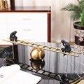 Абстрактный Черный персонаж сидя на металлическом балансе лестницы домашний Декор Аксессуары фигурка украшение для гостиной офиса подарк...