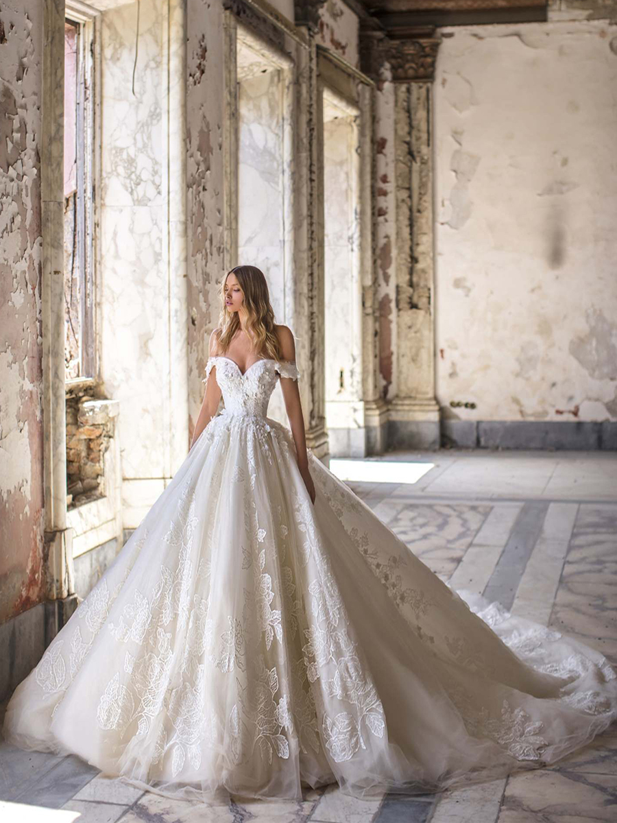 Traugel Wedding-Dresses Bridal-Gown Lace Plus-Size Cathedral-Train Sweetheart The-Shoulder