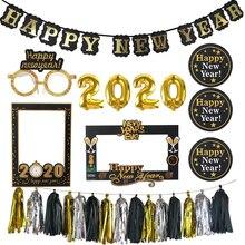 купить 2020 Happy New Year Photo Booth Frame Props Gold Black Garland Bunting Banner Balloons Navidad New Year Eve Party Decor Supplies по цене 63.18 рублей