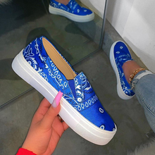 цена на Women Loafers Print Casual Comfortable Flat Shoes Women Slip On Platform Canvas Shoes Woman Sneakers Round Toe Woman Girls Shoes