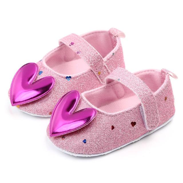 Sepatu Bayi Walkers Model Hati 3