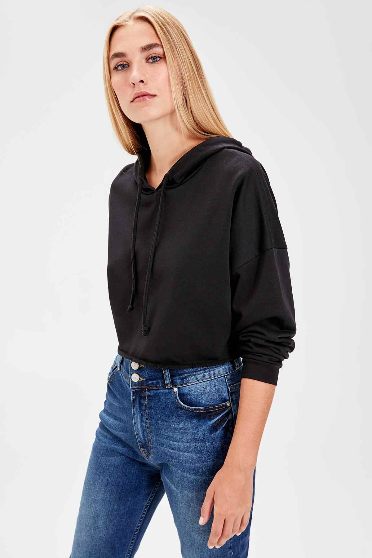 Trendyol สีดำ Hooded Crop ถักเสื้อกันหนาว TWOAW20SW0144