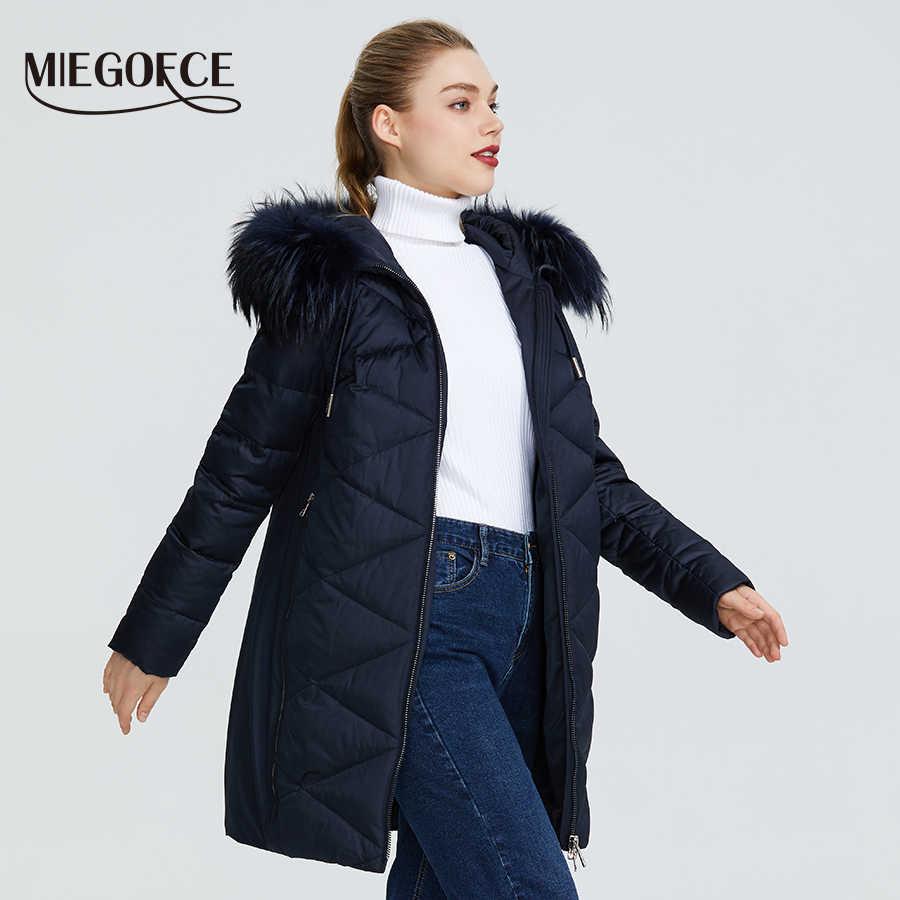 MIEGOFCE 2019 Новая зимняя женская коллекция курток куртка женская зимняя необычайный дизайн имеется капюшон с мехом длина до колена теплая женская куртка биопух сохраняет тепло и придает легкость